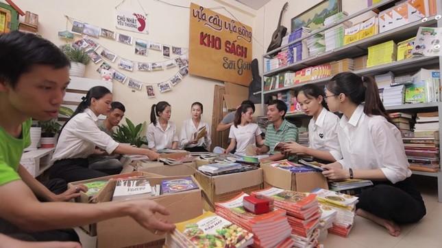 Dự án Nhân ái của Hoa Hậu Việt Nam 2020 đưa sách tới các em nhỏ trường Tiểu học Bù Cà Mau ảnh 2