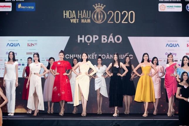 Ngắm cận cảnh vương miện, quyền trượng và ghế đăng quang của tân Hoa Hậu Việt Nam 2020 ảnh 1
