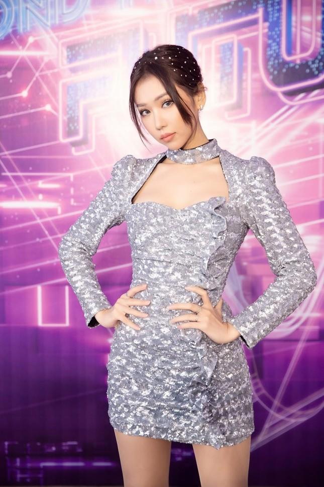 Min tự tin khoe sắc vóc khi diện váy đụng hàng 2 visual Jeon Somi và Dahyun (TWICE) ảnh 3
