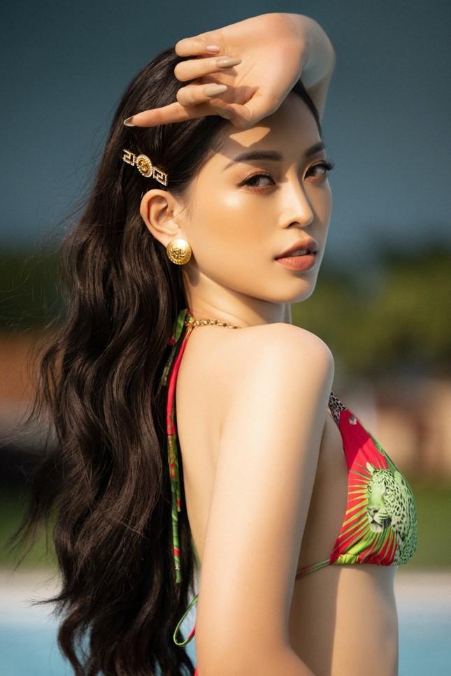 Cận cảnh nhan sắc quyến rũ của Hoa hậu Tiểu Vy và hai Á hậu ngày cuối đương nhiệm ảnh 4