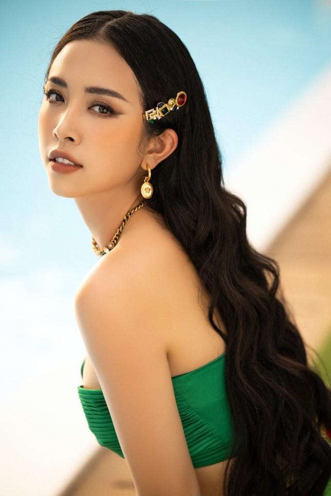 Cận cảnh nhan sắc quyến rũ của Hoa hậu Tiểu Vy và hai Á hậu ngày cuối đương nhiệm ảnh 5