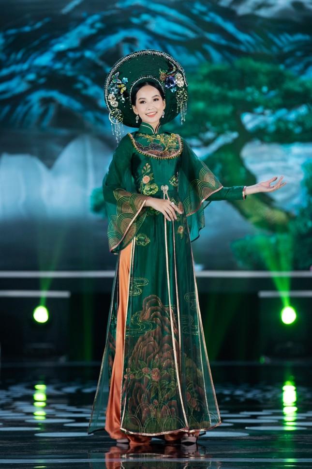 Hoa hậu Mỹ Linh ăn chay để hóa thân thành Thánh Mẫu trong màn trình diễn áo dài ảnh 11