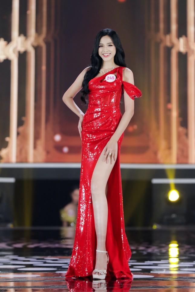 Ngắm Top 10 Hoa Hậu Việt Nam 2020 xinh đẹp lộng lẫy trong trang phục dạ hội ảnh 8
