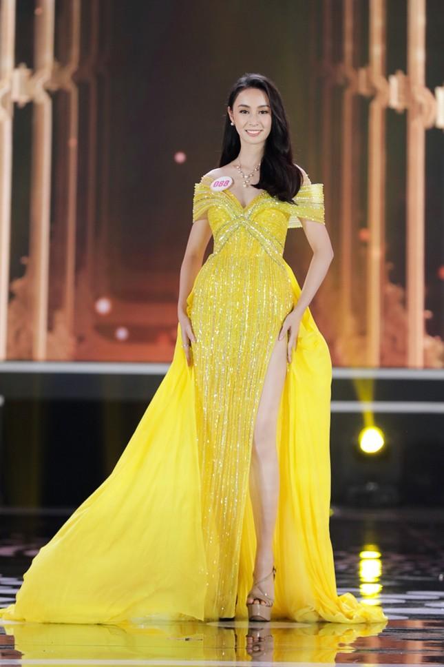 Ngắm Top 10 Hoa Hậu Việt Nam 2020 xinh đẹp lộng lẫy trong trang phục dạ hội ảnh 3