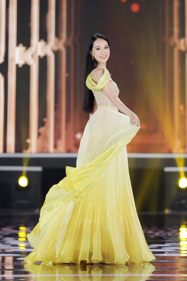 Ngắm Top 10 Hoa Hậu Việt Nam 2020 xinh đẹp lộng lẫy trong trang phục dạ hội ảnh 10