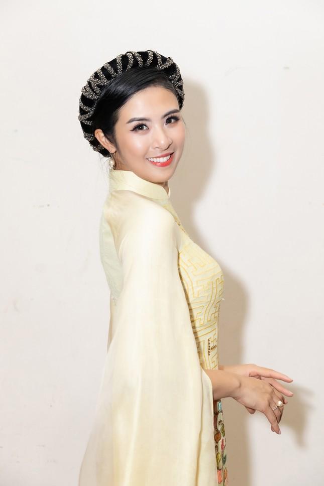 Nhan sắc đẳng cấp của 5 cựu hoa hậu từ thảm đỏ tới hậu trường đêm CK Hoa Hậu Việt Nam 2020 ảnh 2
