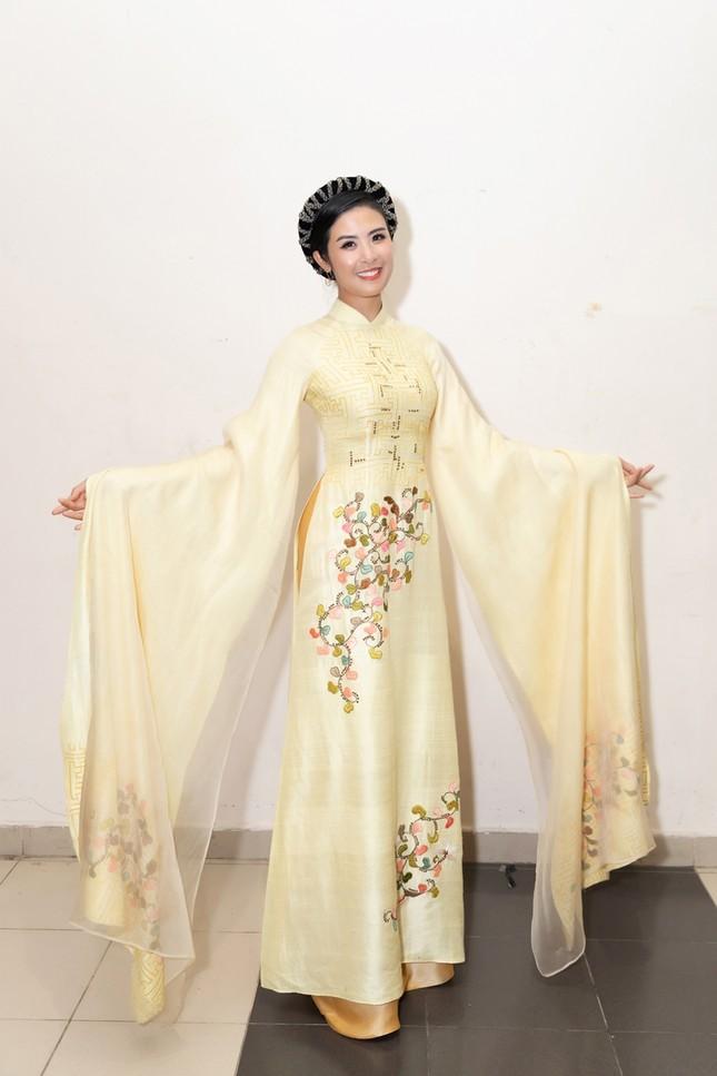 Nhan sắc đẳng cấp của 5 cựu hoa hậu từ thảm đỏ tới hậu trường đêm CK Hoa Hậu Việt Nam 2020 ảnh 4