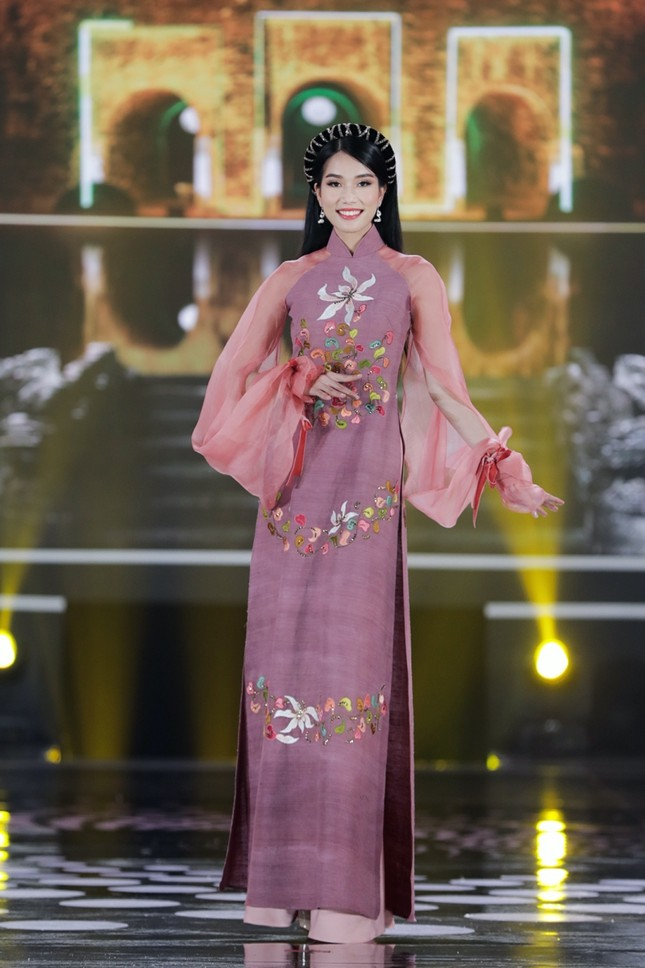 Ngắm trọn bộ sưu tập áo dài đêm Chung kết Hoa Hậu Việt Nam 2020 của Hoa hậu Ngọc Hân ảnh 5