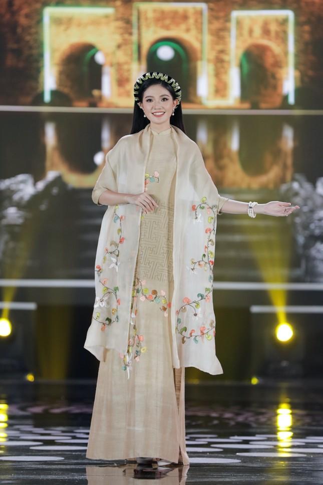 Ngắm trọn bộ sưu tập áo dài đêm Chung kết Hoa Hậu Việt Nam 2020 của Hoa hậu Ngọc Hân ảnh 9