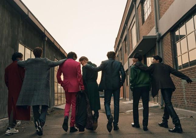 Xuất hiện như người mẫu trên bìa Esquire, BTS chia sẻ quan điểm về sự nam tính ảnh 2