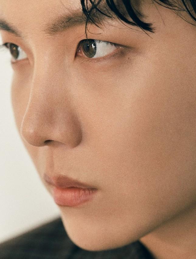 Xuất hiện như người mẫu trên bìa Esquire, BTS chia sẻ quan điểm về sự nam tính ảnh 7