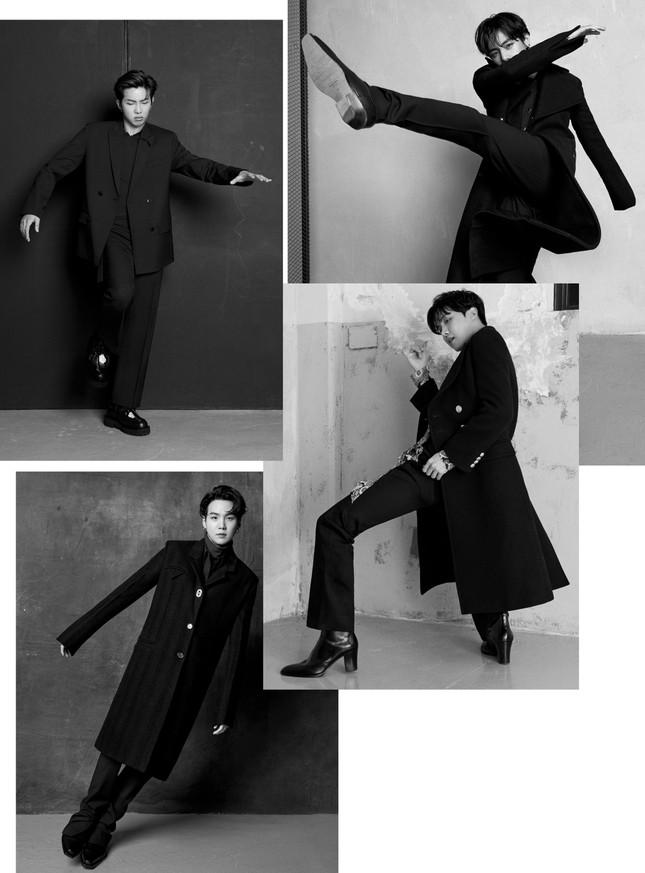 Jimin (BTS) khiến fan bị choáng khi đi đôi bốt cao 8.5cm trong loạt ảnh chụp cho Esquire ảnh 4