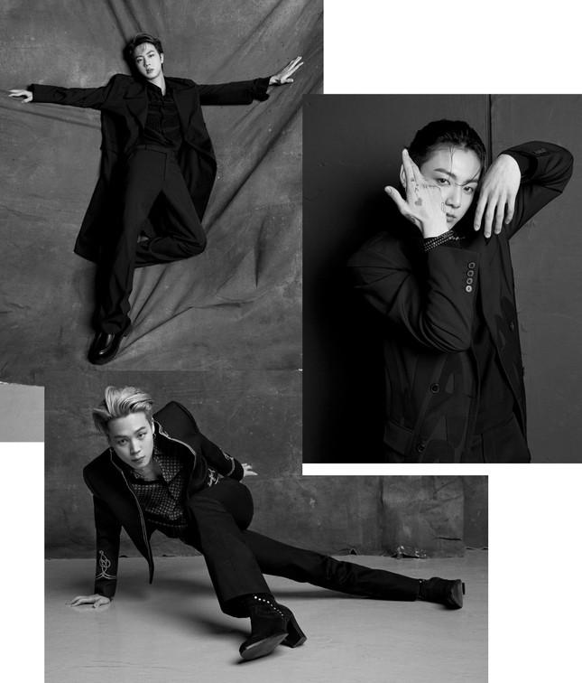 Jimin (BTS) khiến fan bị choáng khi đi đôi bốt cao 8.5cm trong loạt ảnh chụp cho Esquire ảnh 3