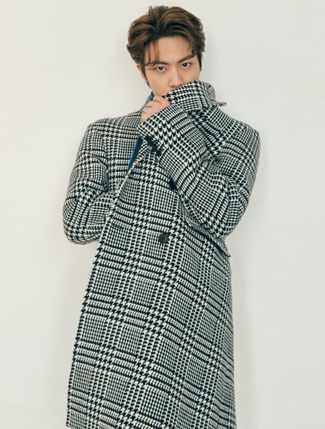 Xuất hiện như người mẫu trên bìa Esquire, BTS chia sẻ quan điểm về sự nam tính ảnh 6