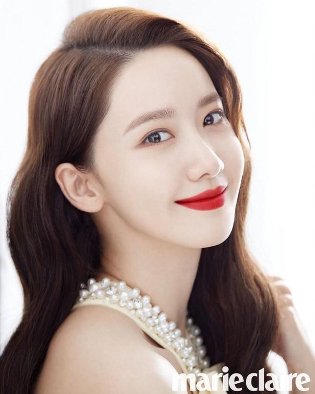 """Netizen Hàn đổi danh xưng từ """"nữ thần"""" sang """"công chúa"""" cho Yoona chỉ vì tấm ảnh bìa này ảnh 3"""