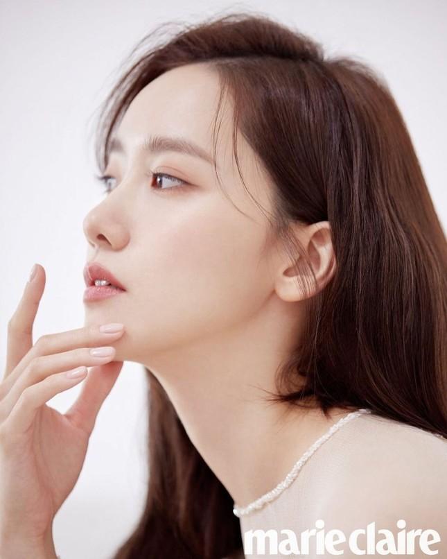 """Netizen Hàn đổi danh xưng từ """"nữ thần"""" sang """"công chúa"""" cho Yoona chỉ vì tấm ảnh bìa này ảnh 4"""