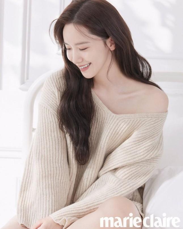 """Netizen Hàn đổi danh xưng từ """"nữ thần"""" sang """"công chúa"""" cho Yoona chỉ vì tấm ảnh bìa này ảnh 6"""