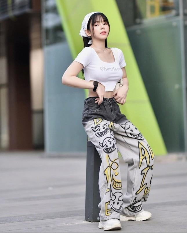 """Ngắm gu thời trang chuẩn fashionista của Mie, DJ xinh đẹp của show """"Rap Việt"""" ảnh 16"""