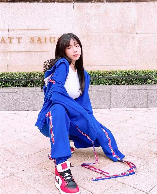 """Ngắm gu thời trang chuẩn fashionista của Mie, DJ xinh đẹp của show """"Rap Việt"""" ảnh 3"""