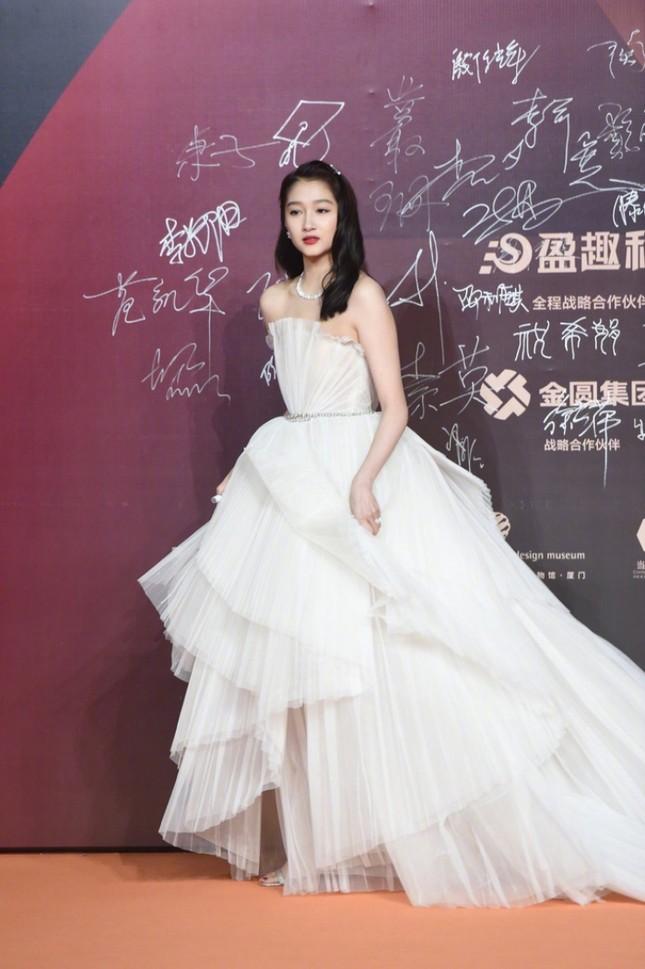 Thảm đỏ Kim Kê: Quan Hiểu Đồng xinh như công chúa, Lý Hiện nổi bật trong dàn nam thần ảnh 4