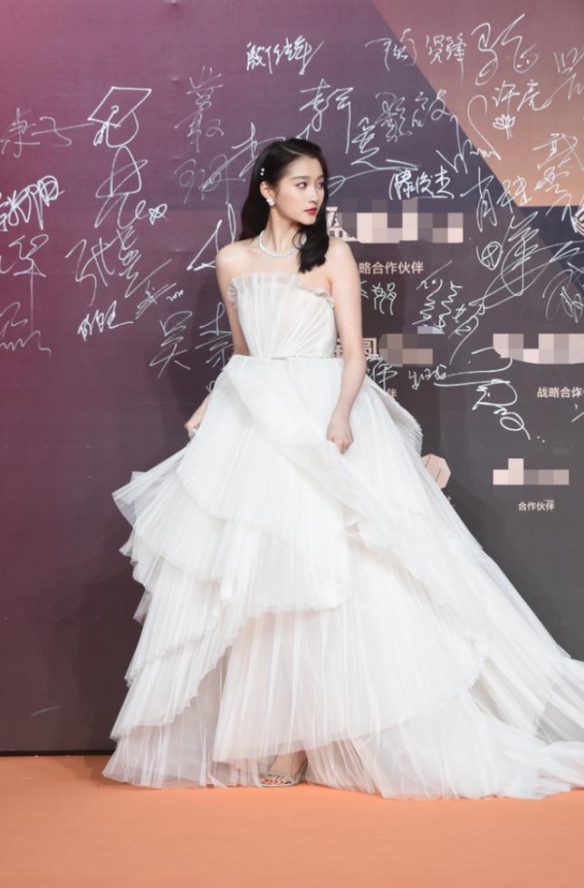 Thảm đỏ Kim Kê: Quan Hiểu Đồng xinh như công chúa, Lý Hiện nổi bật trong dàn nam thần ảnh 3