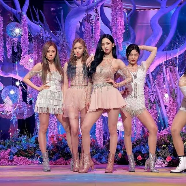 Xét về trang phục sân khấu, netizen cho rằng stylist BLACKPINK thua stylist aespa ở 1 điểm ảnh 1