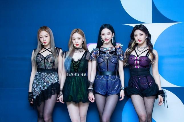 Xét về trang phục sân khấu, netizen cho rằng stylist BLACKPINK thua stylist aespa ở 1 điểm ảnh 8