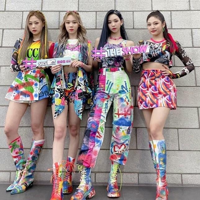 Xét về trang phục sân khấu, netizen cho rằng stylist BLACKPINK thua stylist aespa ở 1 điểm ảnh 2
