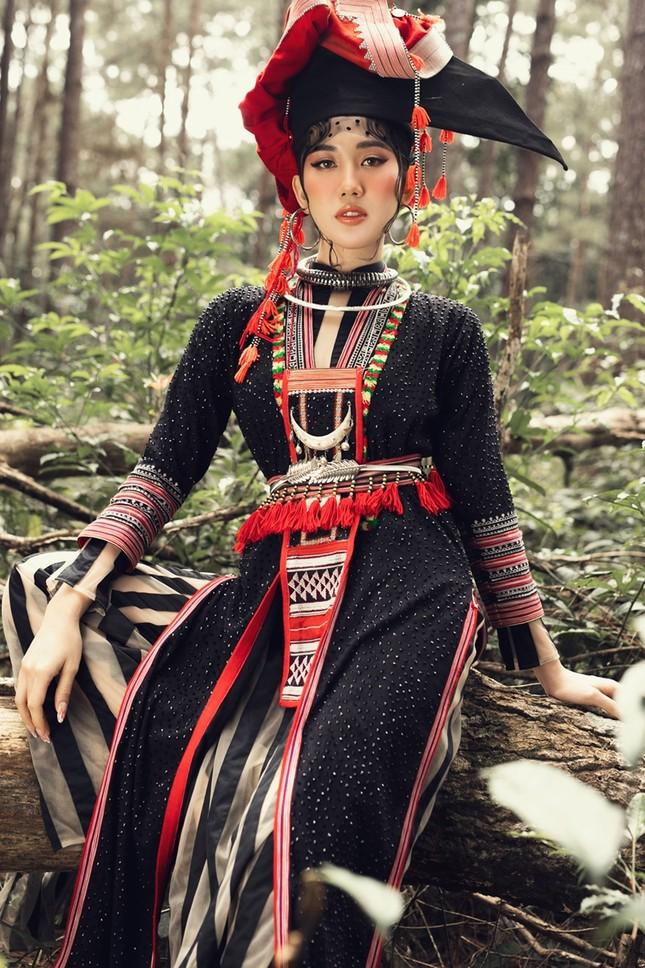 """Thúy Ngân """"hóa thân"""" thành cô gái dân tộc xinh đẹp cuốn hút giữa rừng thông ảnh 7"""
