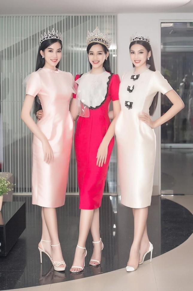 Soi trang phục Top 3 Hoa Hậu Việt Nam 2020 sau đăng quang: Không tìm được điểm nào để chê ảnh 3