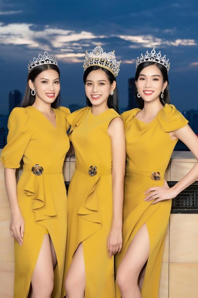 Soi trang phục Top 3 Hoa Hậu Việt Nam 2020 sau đăng quang: Không tìm được điểm nào để chê ảnh 6