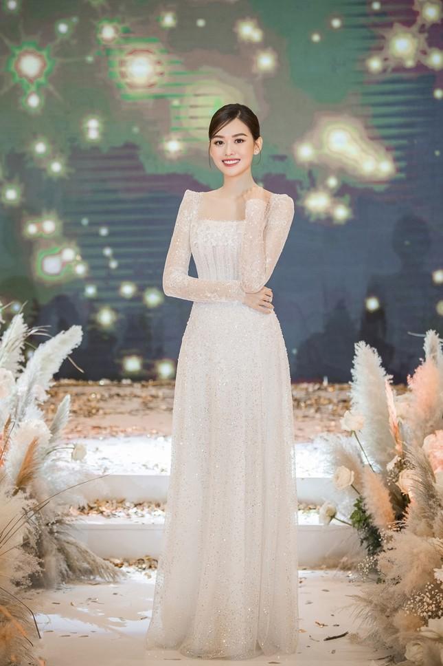 Tường San xinh như công chúa, đọ sắc với Tiểu Vy, Mỹ Linh, Lương Thùy Linh trong ngày cưới ảnh 3