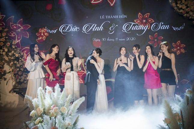 Tường San xinh như công chúa, đọ sắc với Tiểu Vy, Mỹ Linh, Lương Thùy Linh trong ngày cưới ảnh 8