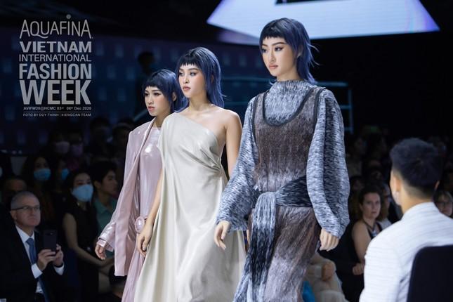 Tân Hoa hậu Đỗ Thị Hà cùng Hoa hậu Tiểu Vy, Lương Thùy Linh mở màn show diễn của Công Trí ảnh 5