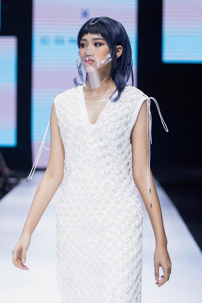Tân Hoa hậu Đỗ Thị Hà cùng Hoa hậu Tiểu Vy, Lương Thùy Linh mở màn show diễn của Công Trí ảnh 4