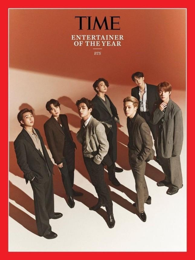 Stylist của BTS bị chỉ trích thậm tệ vì mặc đồ quá ẩu cho các chàng trai trên bìa TIME ảnh 1