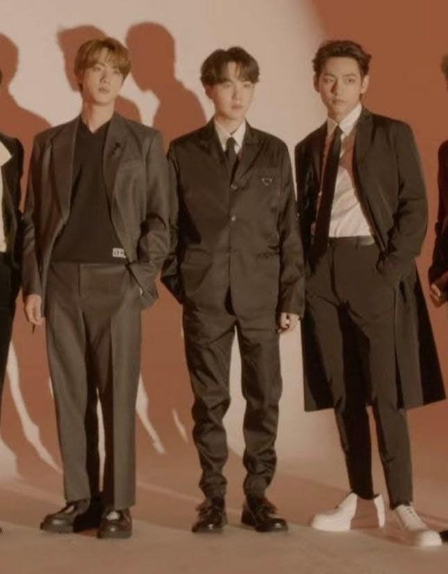 Stylist của BTS bị chỉ trích thậm tệ vì mặc đồ quá ẩu cho các chàng trai trên bìa TIME ảnh 3