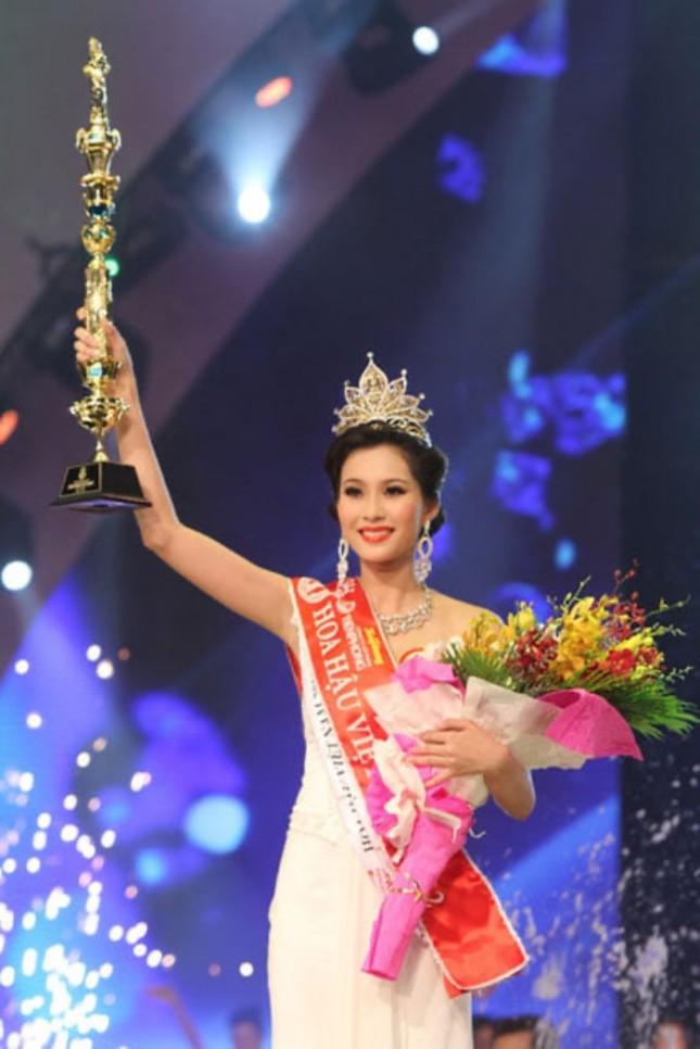 Ngắm nhan sắc sau khi đăng quang của Đỗ Thị Hà và Hoa Hậu Việt Nam qua các thời kỳ ảnh 5