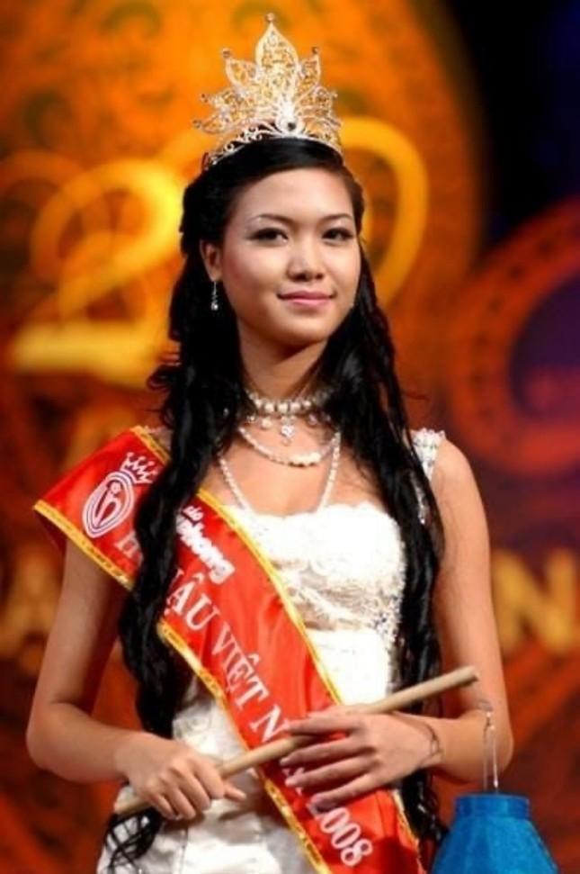 Ngắm nhan sắc sau khi đăng quang của Đỗ Thị Hà và Hoa Hậu Việt Nam qua các thời kỳ ảnh 7