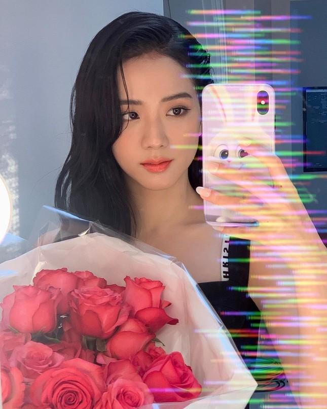Jisoo BLACKPINK chứng minh nhan sắc hoa hậu, ảnh selfie và ảnh quảng cáo đẹp y chang nhau ảnh 4