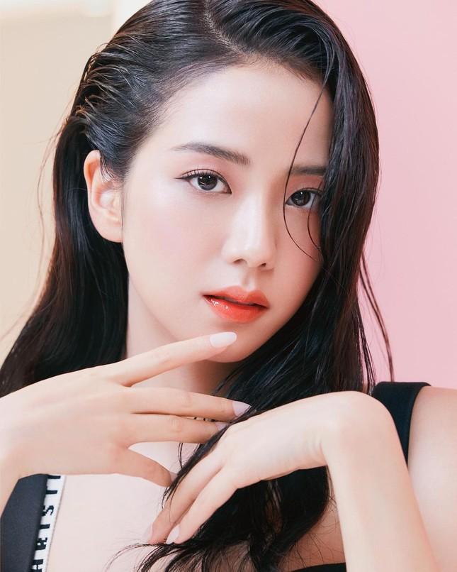 Jisoo BLACKPINK chứng minh nhan sắc hoa hậu, ảnh selfie và ảnh quảng cáo đẹp y chang nhau ảnh 2