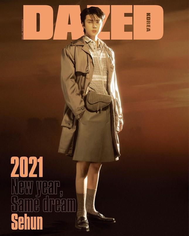 """Sehun (EXO) """"mở hàng"""" bìa tạp chí DAZED Hàn năm 2021 với chiếc quần soóc gây tranh cãi ảnh 3"""