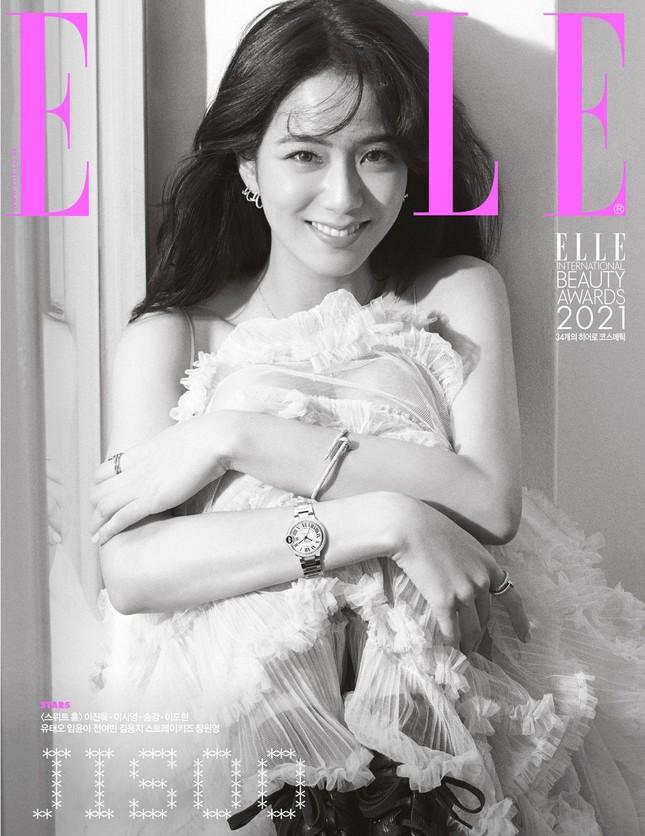 """""""Mở hàng"""" bìa ELLE Hàn 2021, Jisoo BLACKPINK khiến fan bất ngờ với nhiều phong cách ảnh 2"""