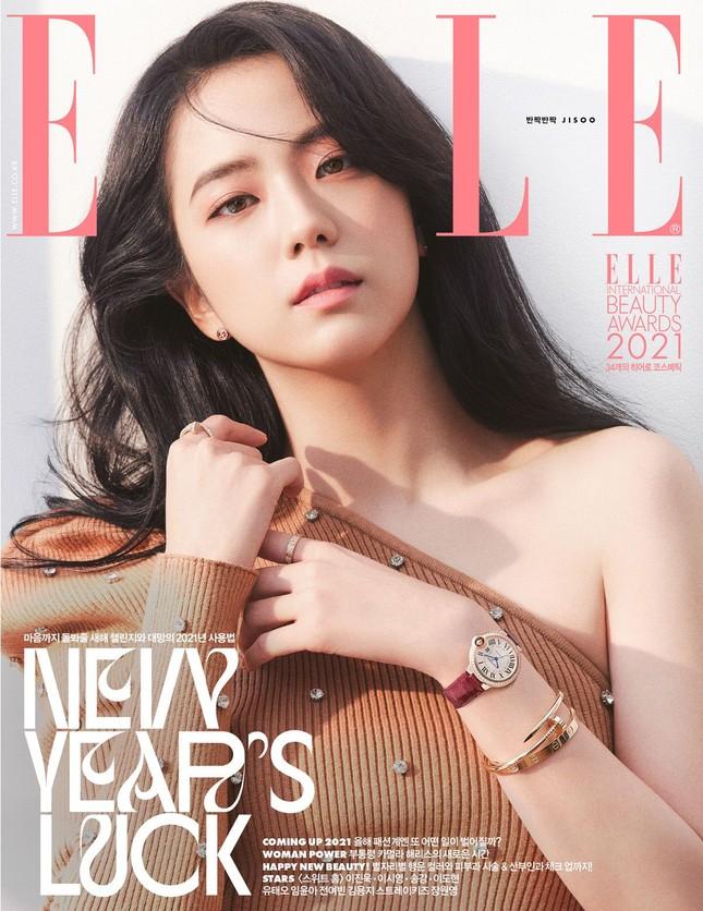 """""""Mở hàng"""" bìa ELLE Hàn 2021, Jisoo BLACKPINK khiến fan bất ngờ với nhiều phong cách ảnh 3"""