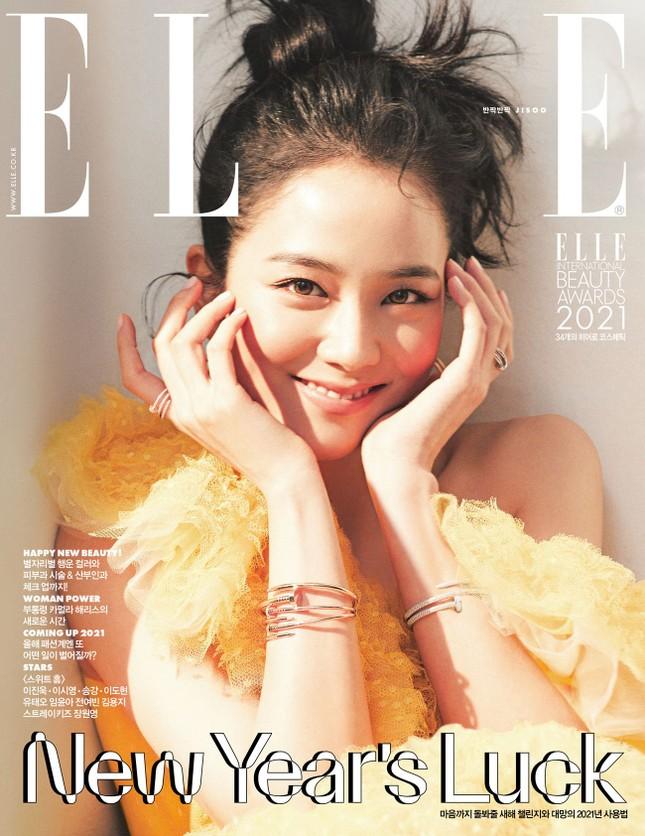 """""""Mở hàng"""" bìa ELLE Hàn 2021, Jisoo BLACKPINK khiến fan bất ngờ với nhiều phong cách ảnh 1"""