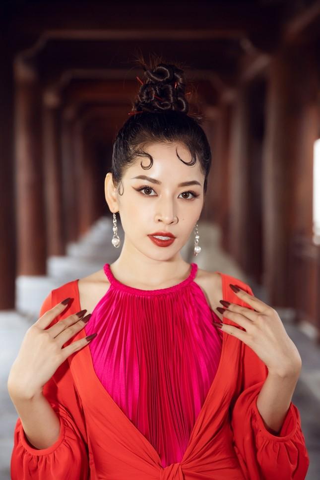 Hoa hậu Tiểu Vy, Mỹ Linh, Hương Giang, Chi Pu khoe thần thái trong cái lạnh dưới 10 độ ảnh 10