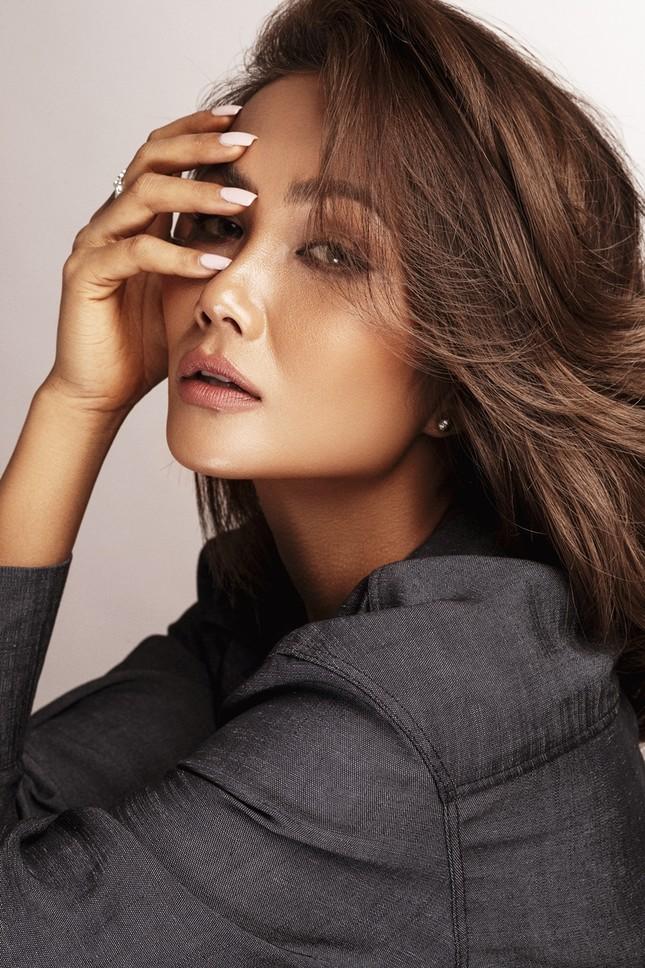 """Sau 2 năm vào Top 5 Miss Universe, có một """"diễn viên"""" H'Hen Niê lăn xả với phim hành động ảnh 2"""