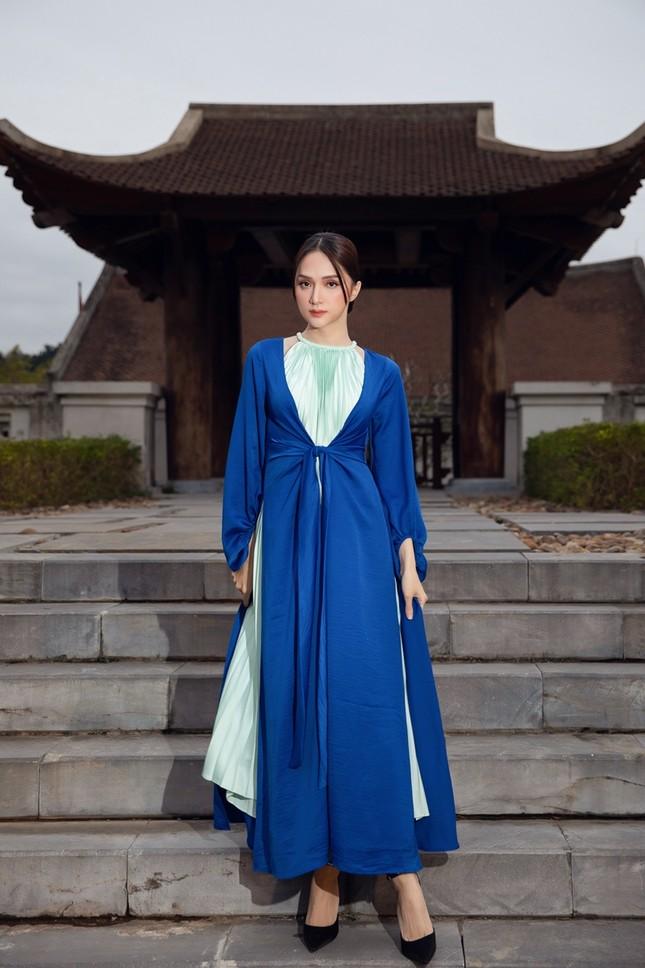Hoa hậu Tiểu Vy, Mỹ Linh, Hương Giang, Chi Pu khoe thần thái trong cái lạnh dưới 10 độ ảnh 5