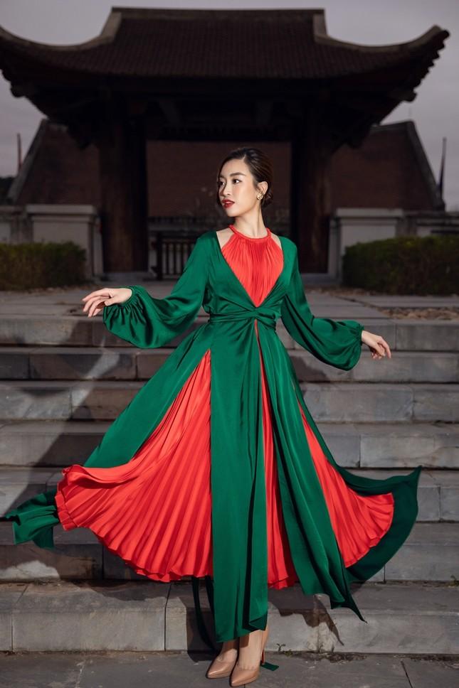Hoa hậu Tiểu Vy, Mỹ Linh, Hương Giang, Chi Pu khoe thần thái trong cái lạnh dưới 10 độ ảnh 3