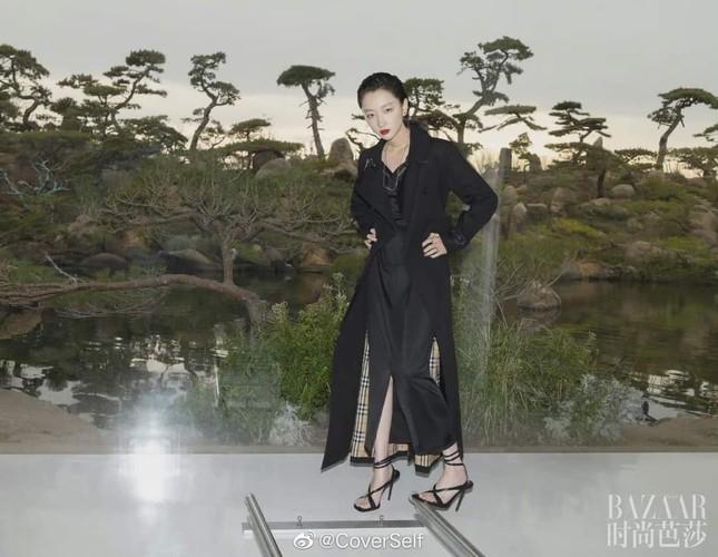 """Tam kim Ảnh hậu Châu Đông Vũ bị chê """"kém sang"""" trên bìa khai niên tạp chí Harper's BAZAAR ảnh 2"""